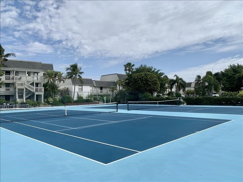Bring your racquet - 2 courts await you!