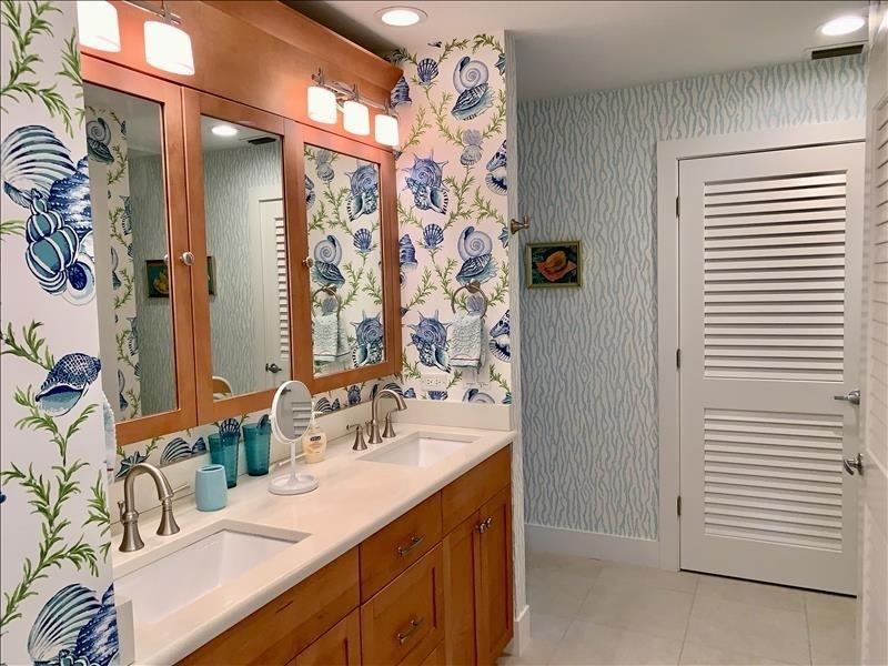 Dual vanities & water closet