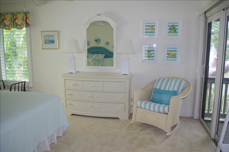 Spacious bedroom w/porch