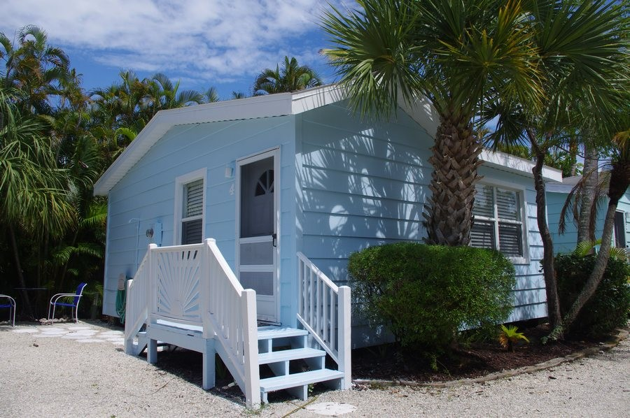 Darling #4 sleeps 2 & is across the street from the beach.