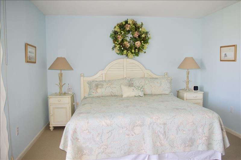 King bed, en-suite bath,closet; lanai access