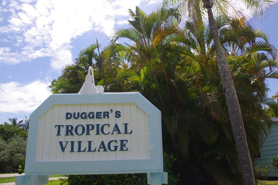Duggers has 7 cottages, with deeded beach access.