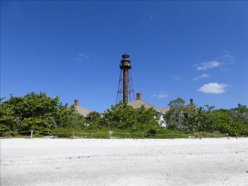 The Sanibel lighthouse is within walking distance.