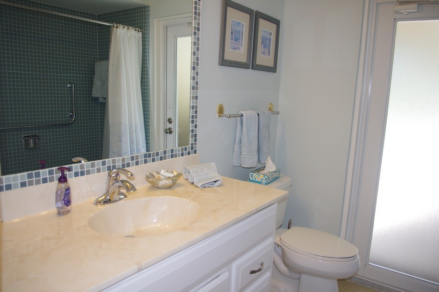 The 2 Queen bedrooms share the pool bath with its shower.