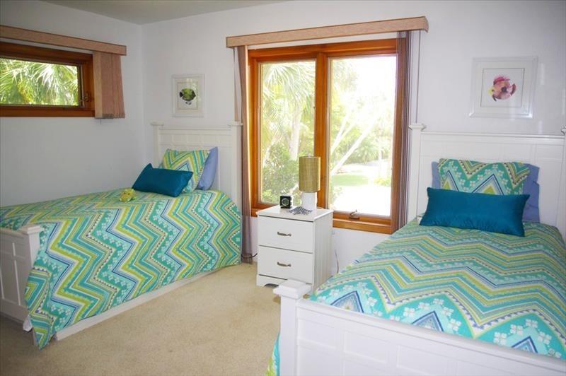 Twin trundle beds;sleep 2-4