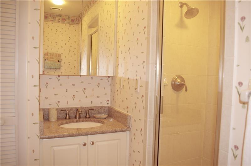 Single vanity & shower