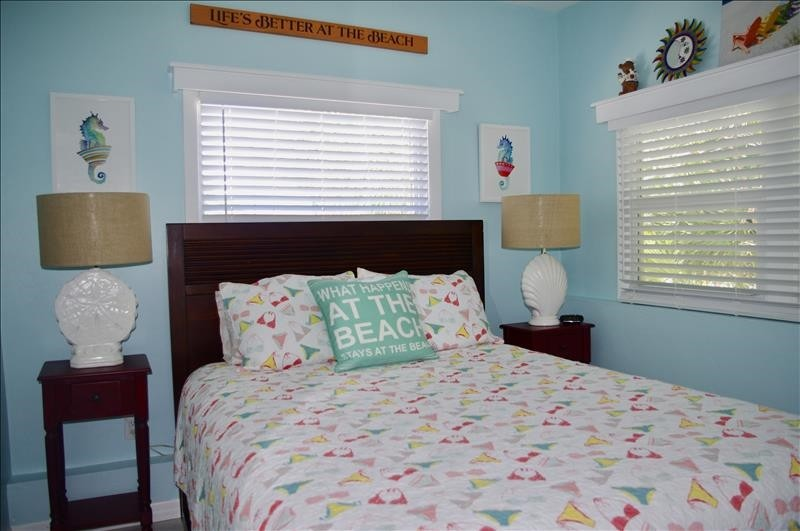 The Queen storage bed with 4 drawers & 4 cubbies.