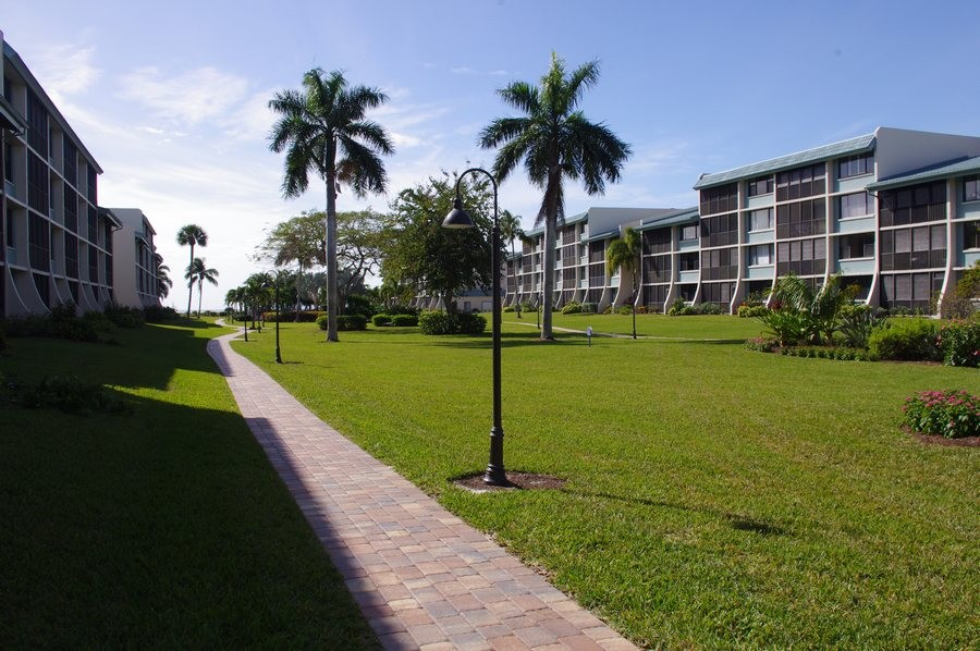 A short walk down the path leads to the pool and beach.
