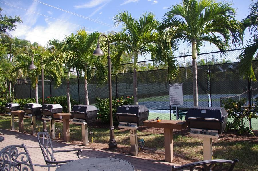 There are 6 grills and seating areas for your use.