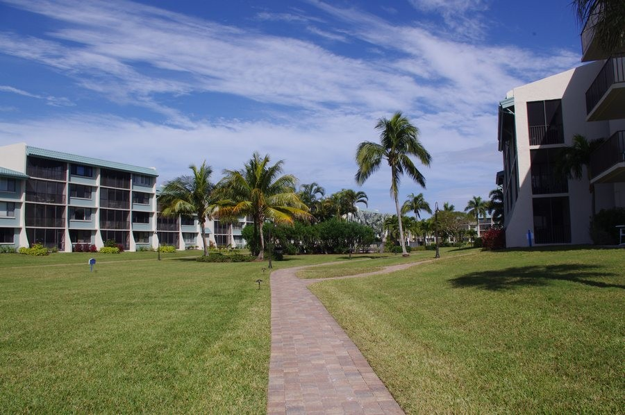 Follow the paths to the pool and beach!